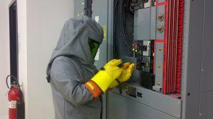 Seguridad industrial en electricidad Indumentaria ignifuga